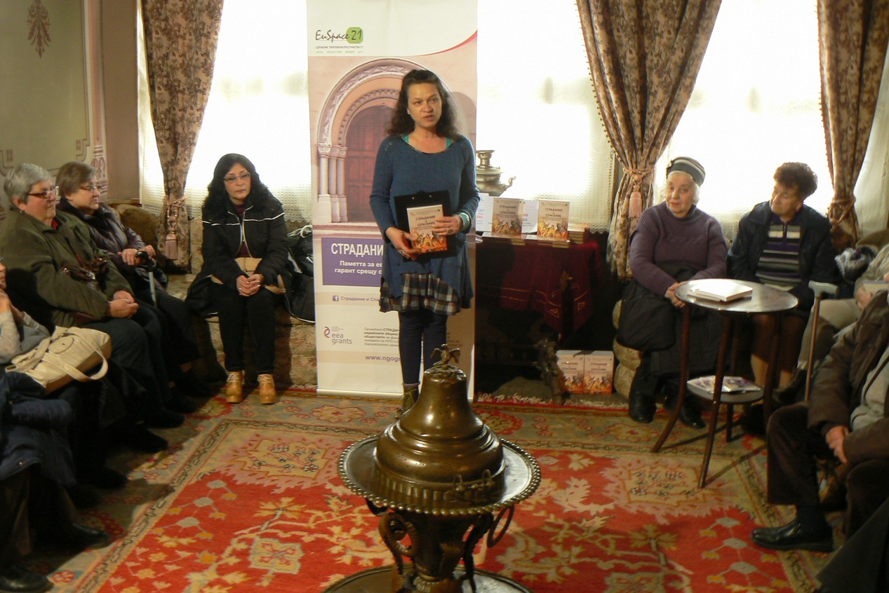 "Varna, The EU Spaces 21 president Mrs. Tsveta Nenova presenting the book ""Anguish and Salvation"" to the local audience"