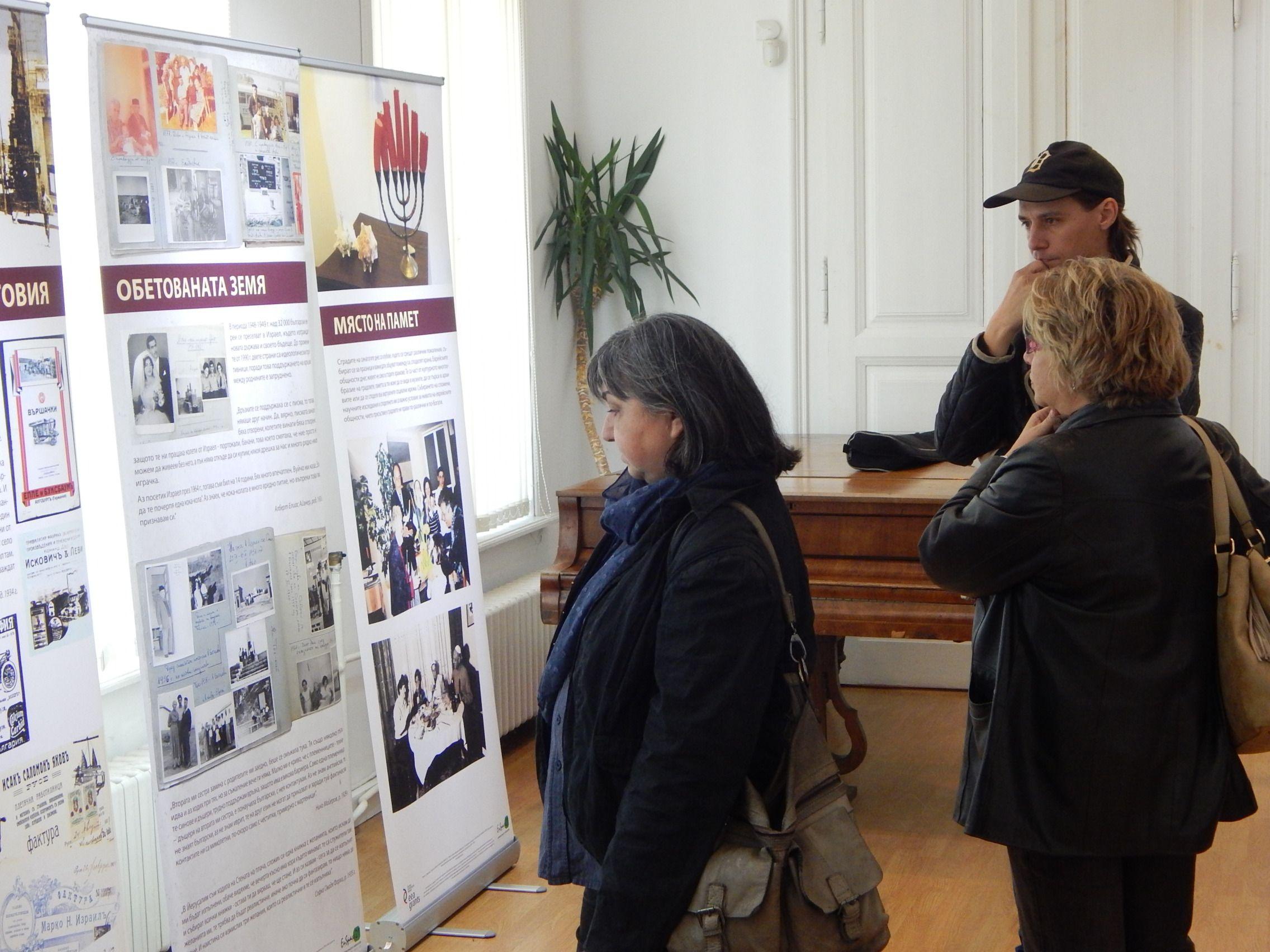 Журналистите от Русе са сред първите зрители на изложбата