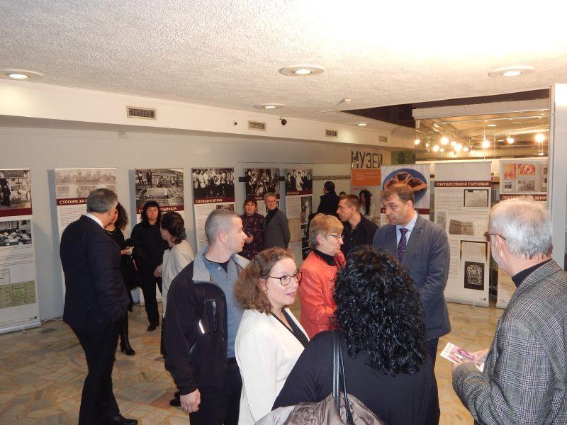 Хиляди студенти от Нов Български Университет ще се срещнат с героите и посланията на изложбата, докато тя гостува в София